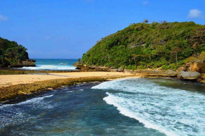 Pantai Batu Bengkung 2